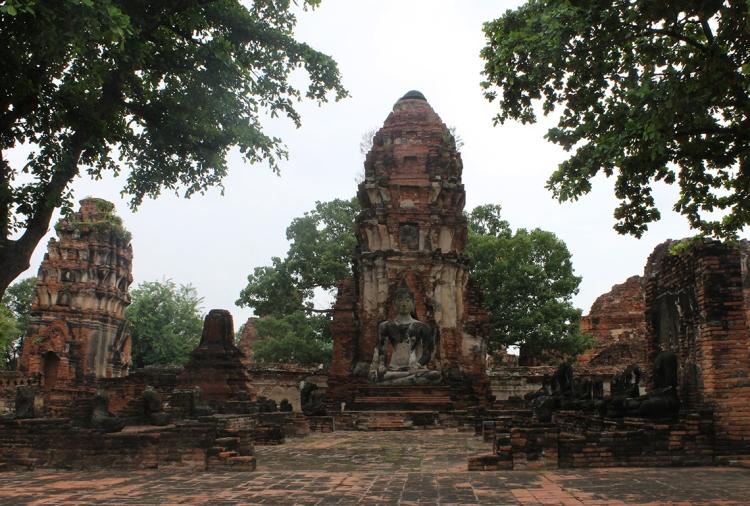 Torres del templo Wat Maha That, en Ayutthaya.