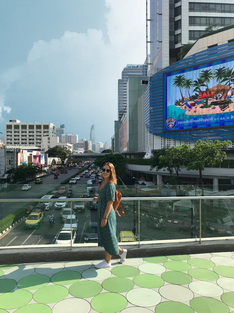 En la foto se ve una de las arterias principales de la capital de Tailandia
