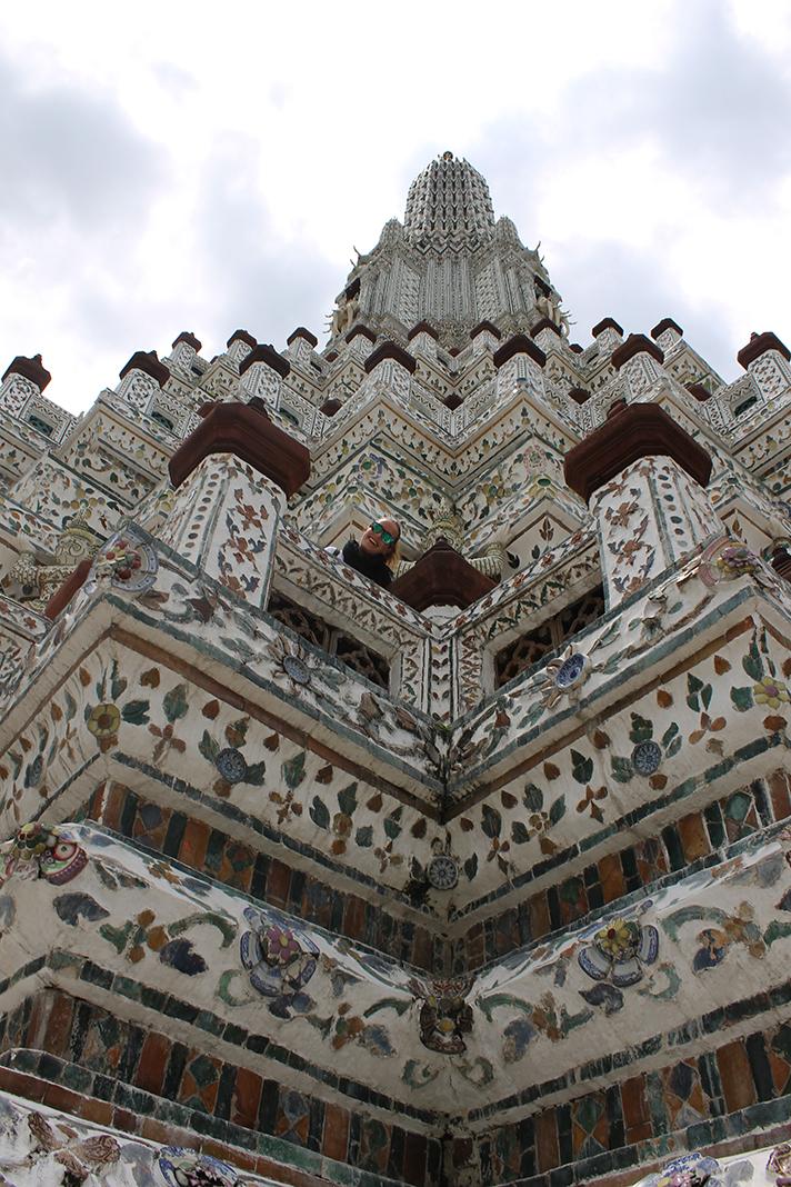 En esta foto vemos en detalle la decoración, pintada a mano, del Wat Arun.